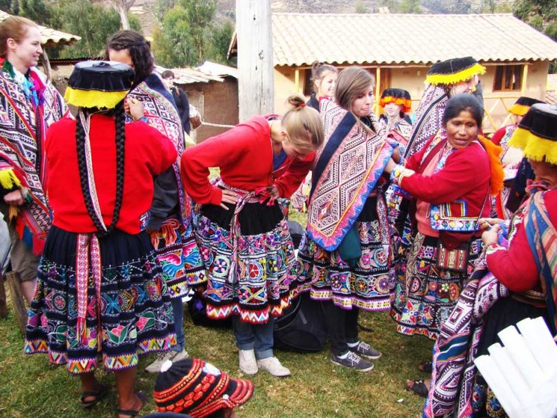 Rural responsible tourism revealing andean textiles